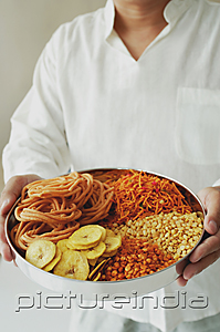 PictureIndia - A man holds a chips platter
